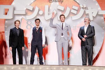 ジョニー・デップ、ファンの前で堂々の結婚宣言!