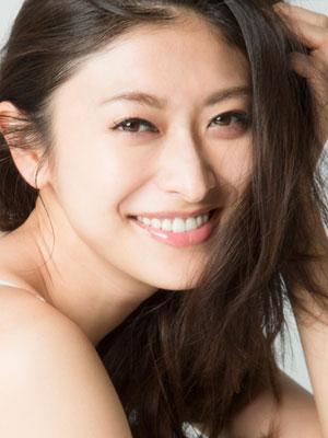 山田優、出産後も変わらぬスタイルで輝き続ける秘訣