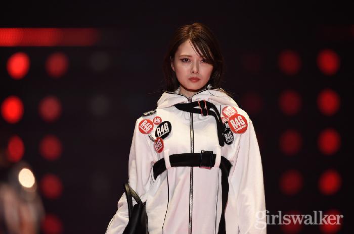 【独占公開】「R4G」ステージで乃木坂46の白石麻衣、松村沙友理らが着用した春夏最旬アイテムを指一本で即買い♡TGC'18SSショッピングムービー