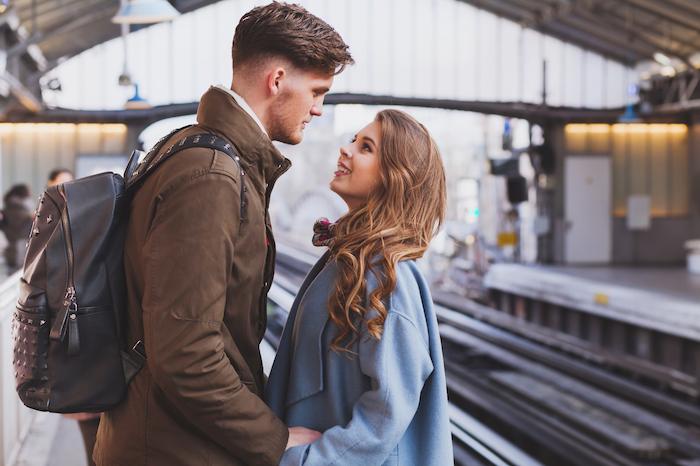 通勤電車でいつも見かける彼に恋をした!上手なアプローチ法とは