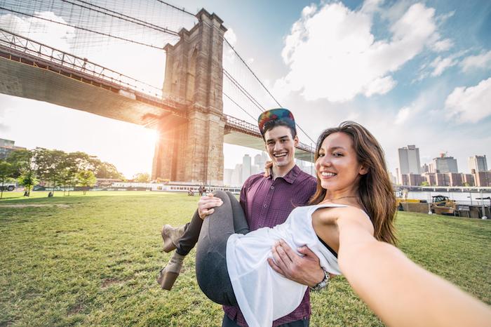 彼氏とフォトジェニックな写真を撮るための7つの撮影テクニック