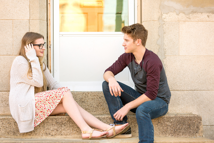 恋が一気に発展する!?好きな人と恋愛話をするメリットとデメリット