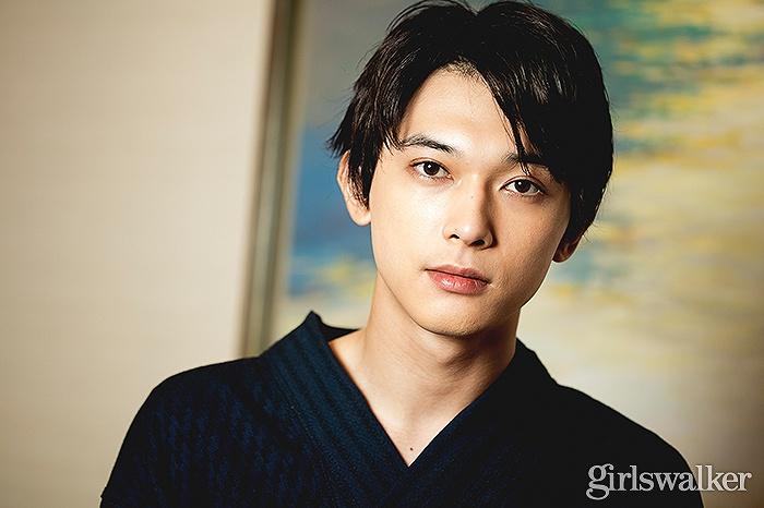 福田雄一監督率いる豪華キャストが名を連ねる中、girlswalkerでは沖田総悟役の吉沢亮さんにインタビュー。原作ファンも多い人気キャラクターを演じるプレッシャーの