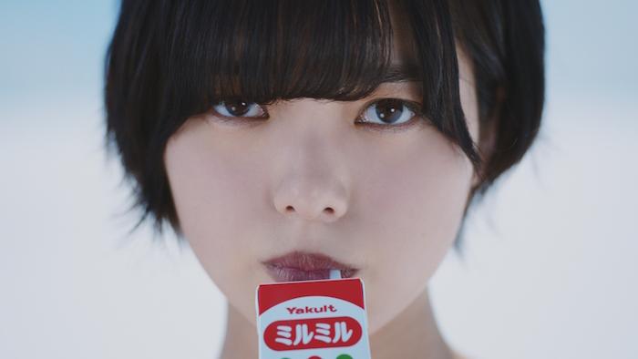 力強い視線に釘付け 欅坂46・平手友梨奈、「ミルミル」8年ぶりの新CMに出演