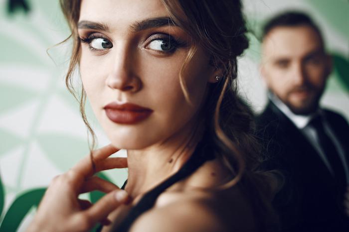 男子の好意は視線に表れる!?なにかと見てくる男性心理とは