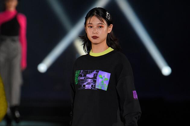 最旬コーデをそのまま即買い可♡ 新木優子、Nikiらが着こなす「SLY」ステージ動画公開〈TGC北九州2018〉