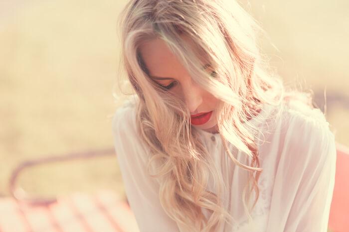 シャイな女子は恋愛で損をする?恥ずかしがりを克服する方法