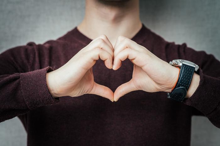 男性心理は手の動きを見ればわかる!?脈あり度が高いしぐさをチェック!