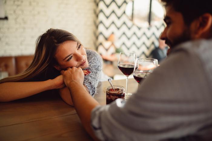 意外と普通の女子が好き?お金持ちの男性が好む女性の特徴をチェック