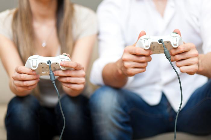 次のお家デートでやってみて!彼氏と一緒にゲームをする意外なメリット♡