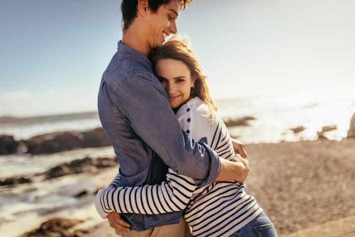 気になる人からのおでこにキス!その男性心理は4パターンに分けられる!?