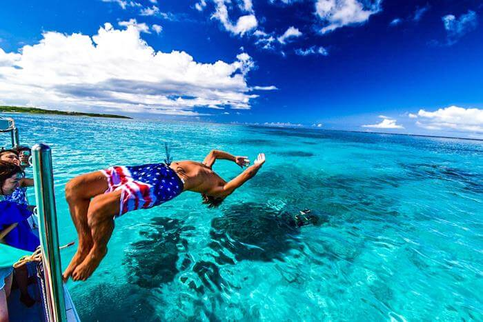 夢占い】夢の中で泳いでた・・・!泳ぐ夢が暗示する恋愛・仕事運とは ...