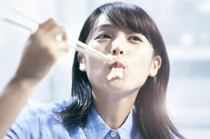 """清野菜名が見事な食べっぷりを披露!新CMで注目の""""丸亀食感""""とは?"""