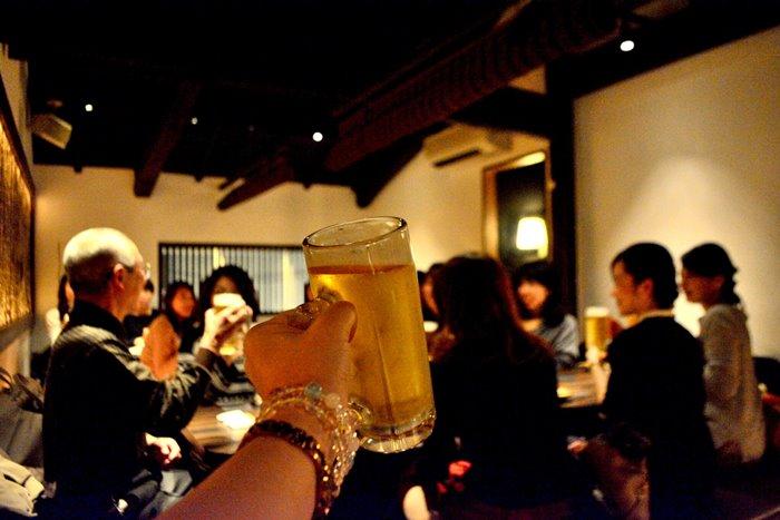 お酒の席での告白ってどう?酔った勢いで告白する男性の心理と本気度