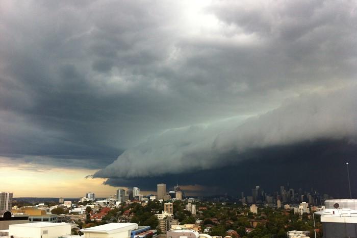 【夢占い】嵐のような急激な変化やトラブルに注意。竜巻の夢の意味とは