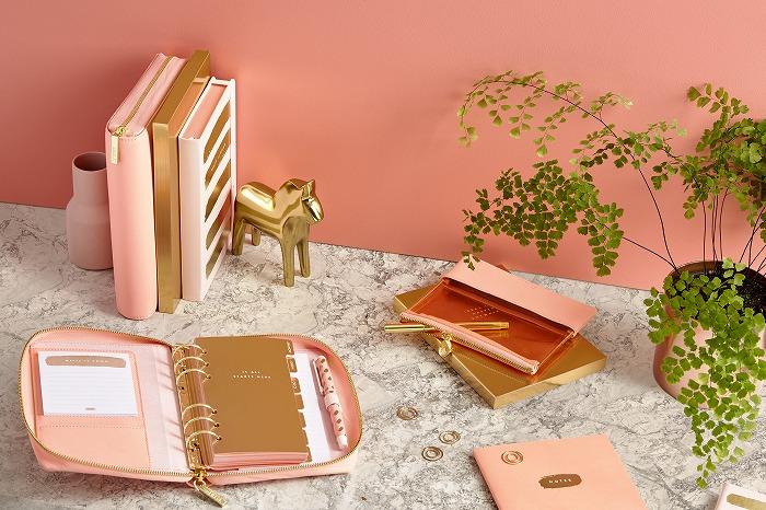 コーラルピンク×ゴールドが悶絶級の可愛さ♡人気文房具ブランド「kikki.K」の新作