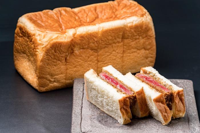 行列の絶えない高級食パン専門店「どんだけ自己中」のカツサンドが発売