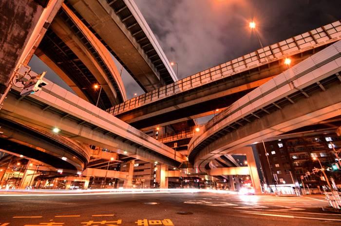 【夢占い】今のあなたの人生の状況を暗示する?!高速道路の夢の意味