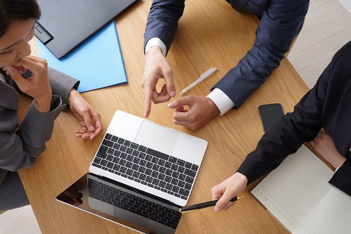 【夢占い】職場のストレスを改善するチャンス?!職場の夢の意味とは