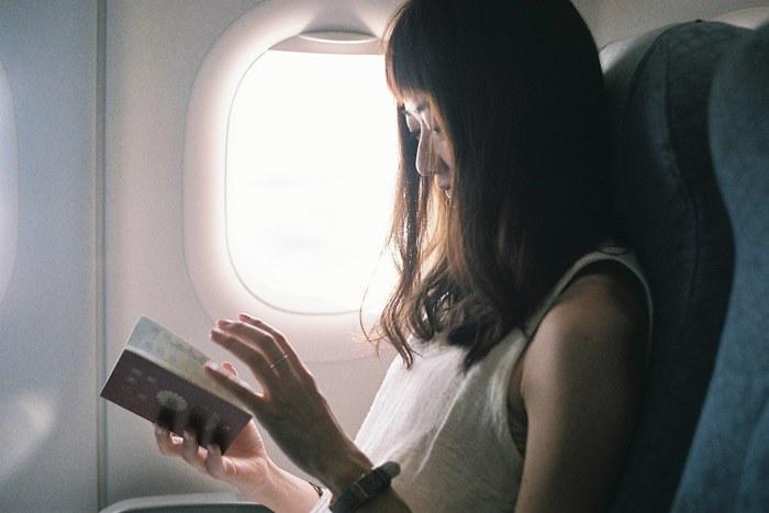 【夢占い】墜落、事故は警告夢の可能性も。飛行機の夢の意味とは