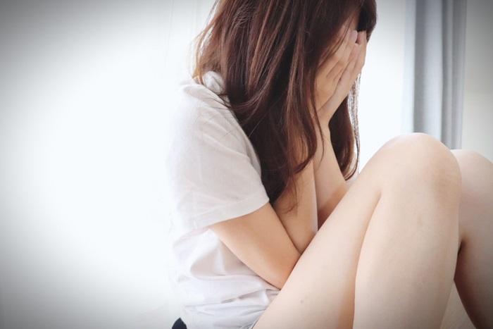 すぐ泣いちゃって引かれる・・・涙もろい自分を克服する方法とは?