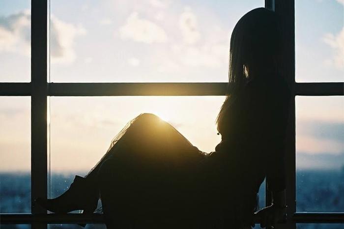 【夢占い】失った過去への未練を暗示する?!物を失くす夢の意味