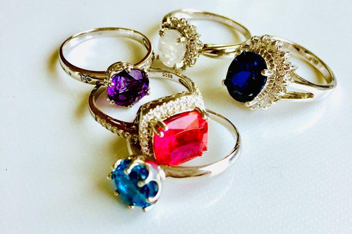 """【夢占い】""""本当に大切なもの""""に気付けるかも。宝石の夢の意味とは"""
