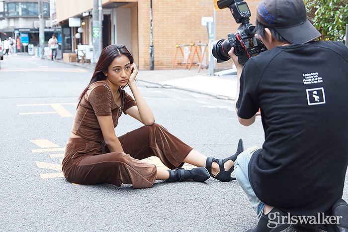 圧倒的な美脚で話題!テラハ出演モデル・maaayaのEGOISTカタログ撮影に密着