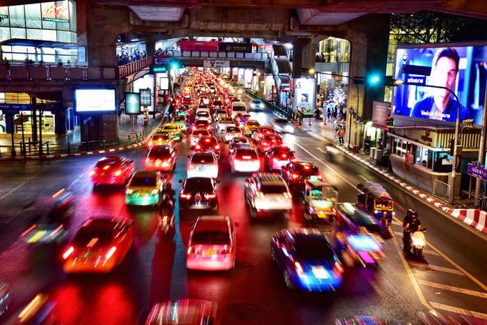 【夢占い】今後の人生における重要な暗示かも!車に乗る夢の意味とは