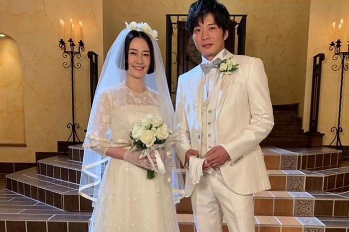 田中圭&原田知世の結婚式ショットにあな番ファン歓喜「今年のベストカップル」