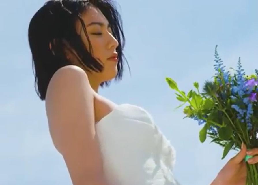 三吉彩花、神々しいウエディングドレス姿に絶賛の声「女神ですか?」