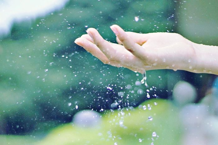 【夢占い】人間関係のトラブルを解くヒントかも。後輩の夢の意味