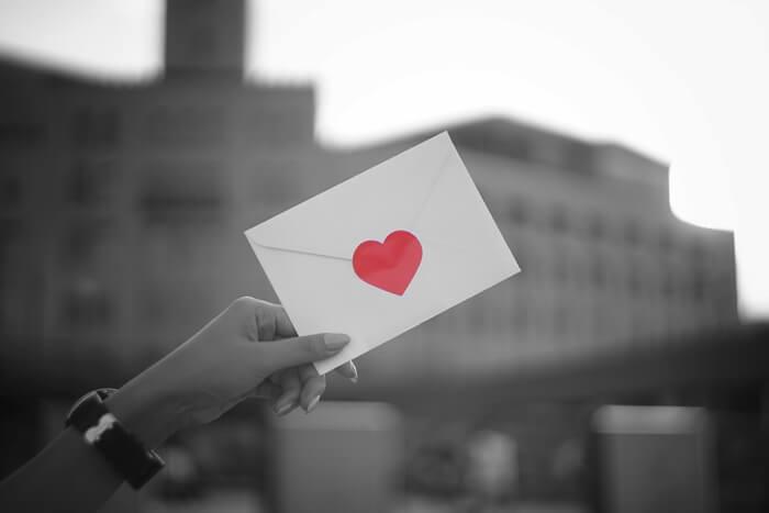 スマホ時代の今だからこそ。彼氏が思わず感動する、心に響く手紙を書くコツ