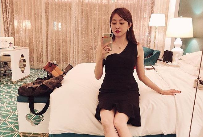 菊地亜美、美脚際立つブラックミニドレス姿に反響「超絶綺麗」「色気出てる」