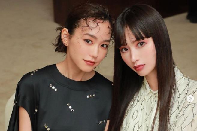 桐谷美玲、鈴木えみとのカリスマ美女2ショットに称賛の声「画力強すぎ」「姉妹みたい」