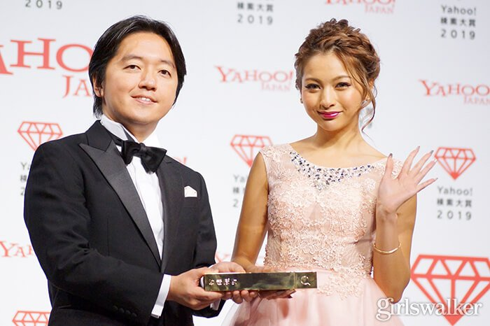 Yahoo!検索大賞2019_ゆきぽよ_トロフィー03