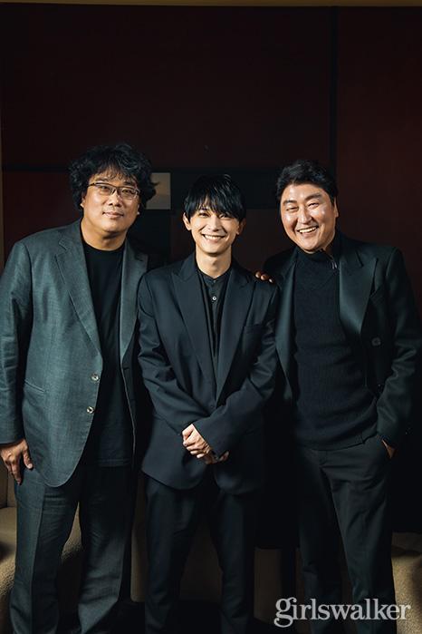 映画パラサイト 韓国 ポン・ジュノ監督_ソン・ガンホ_吉沢亮3ショット03