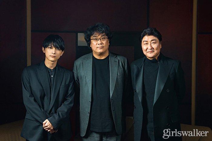 映画パラサイト 韓国 ポン・ジュノ監督_ソン・ガンホ_吉沢亮3ショット01