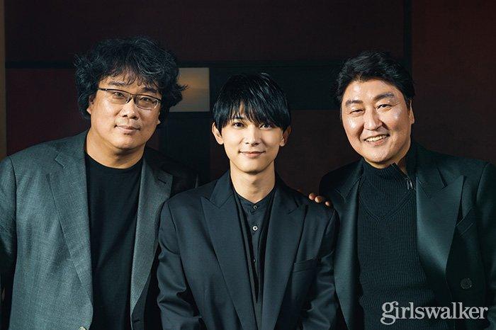 映画パラサイト 韓国 ポン・ジュノ監督_ソン・ガンホ_吉沢亮3ショット02