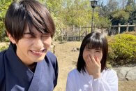 横浜流星・浜辺美波「私たちはどうかしている」オフショットくしゃくしゃ笑顔爆笑