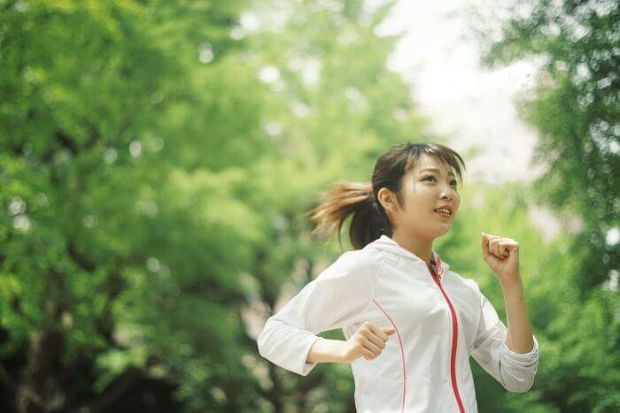 ジョギングを始めてキラキラ輝く女性
