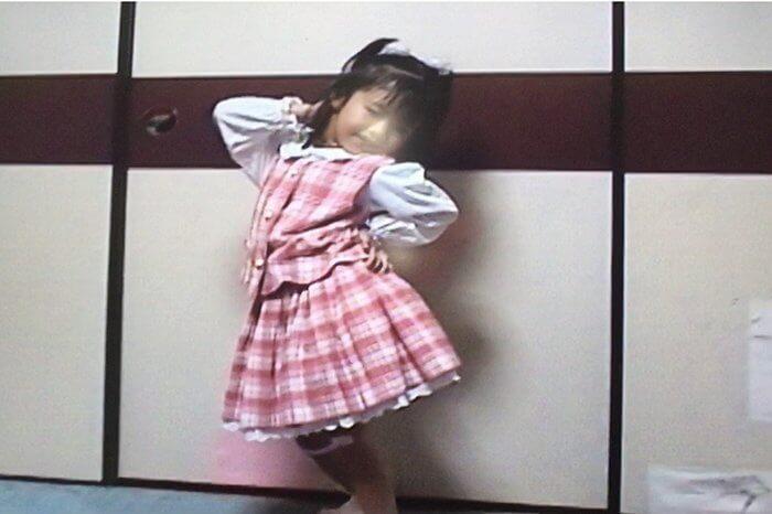 鈴木ゆうか幼少期子どもの頃生い立ち写真01