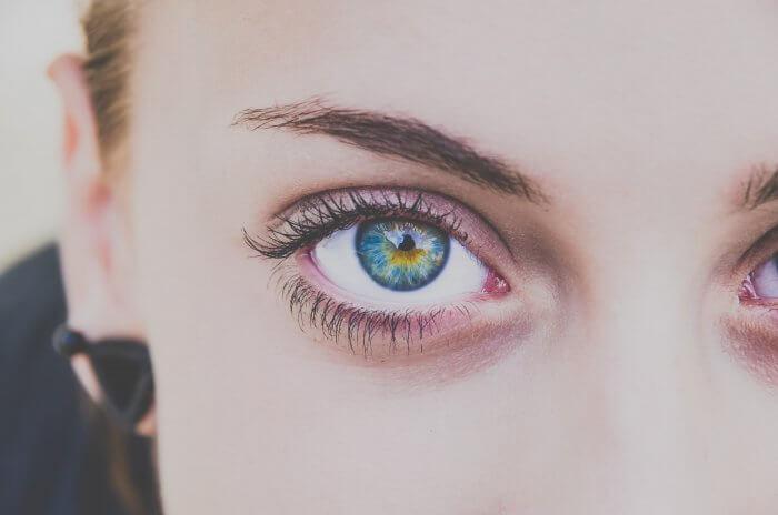 女の子の目