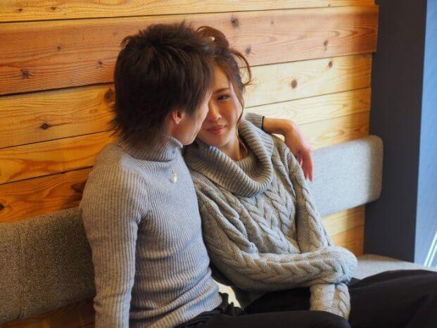 恋人同士の時間を楽しむカップル