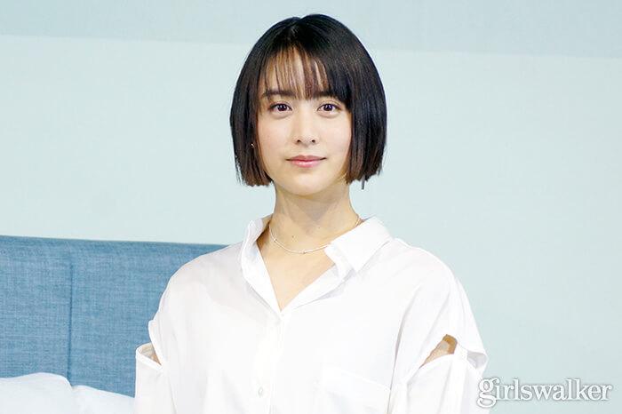 山本美月ZINUSアンバサダー発表会_白シャツ&デニムを着用_ボブヘアスタイル03