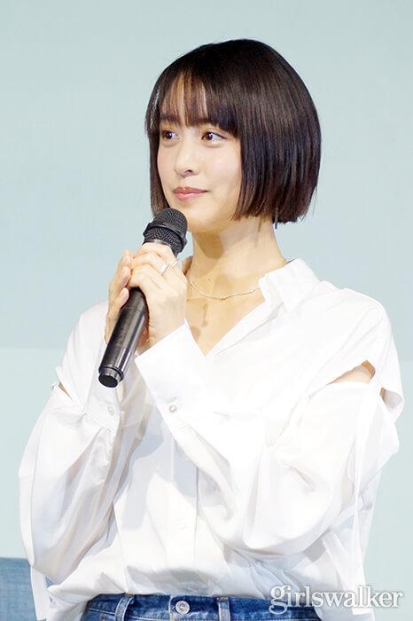 山本美月ZINUSアンバサダー発表会_白シャツ&デニムを着用_ボブヘアスタイル01
