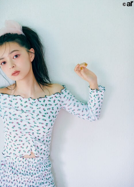 ar 12月号_アンジュルム_上國料萌衣