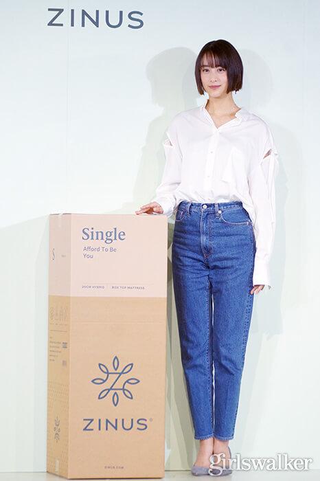 山本美月ZINUSアンバサダー発表会_白シャツ&デニムを着用_ボブヘアスタイル12