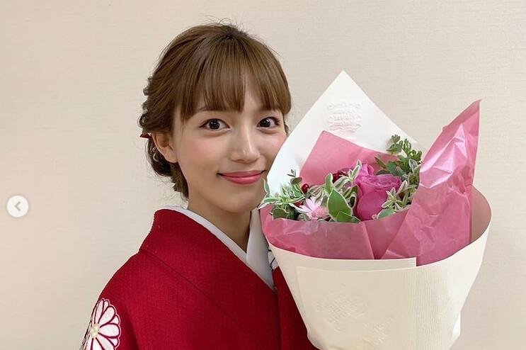 川口春奈、品ある紅い着物姿でドラマクランクアップ「世界一可愛い」「綺麗」と反響
