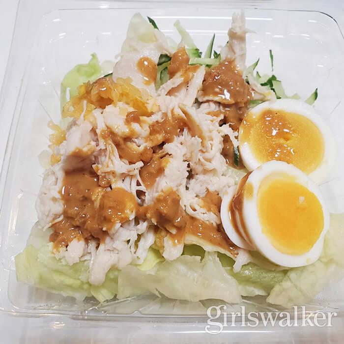 セブン_編集部勝手にイチオシ_タンパク質_サラダ01
